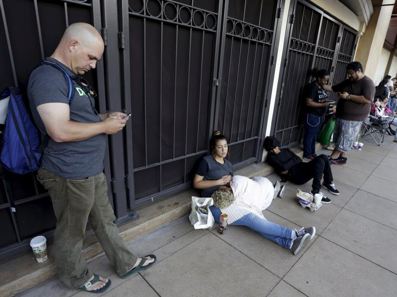 People wait in line as the Apple iPhone 6S and 6S Plus go on sale at an Apple Store in Los Angeles. (Reuters Photo)