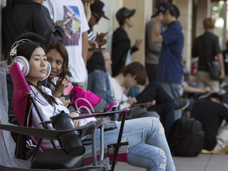 Sharon Cai waits in line as the Apple iPhone 6S and 6S Plus go on sale at an Apple Store in Los Angeles. (Reuters Photo)