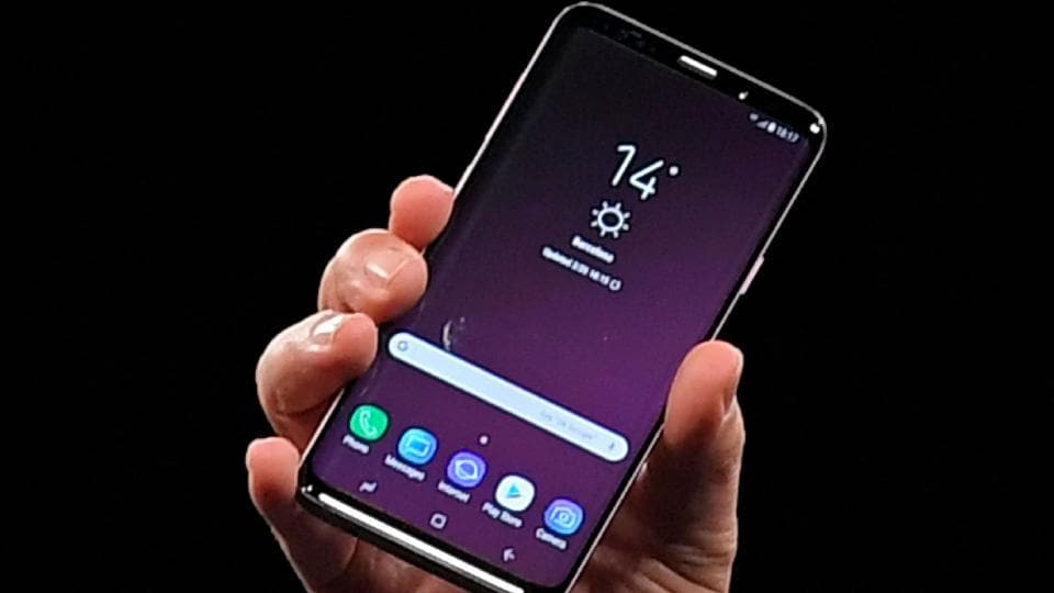 Samsung president of mobile communications business DJ Koh presents the new Samsung Galaxy S9 mobilephone on February 25, 2018 in Barcelona, on the eve of the inauguration of the Mobile World Congress (MWC).