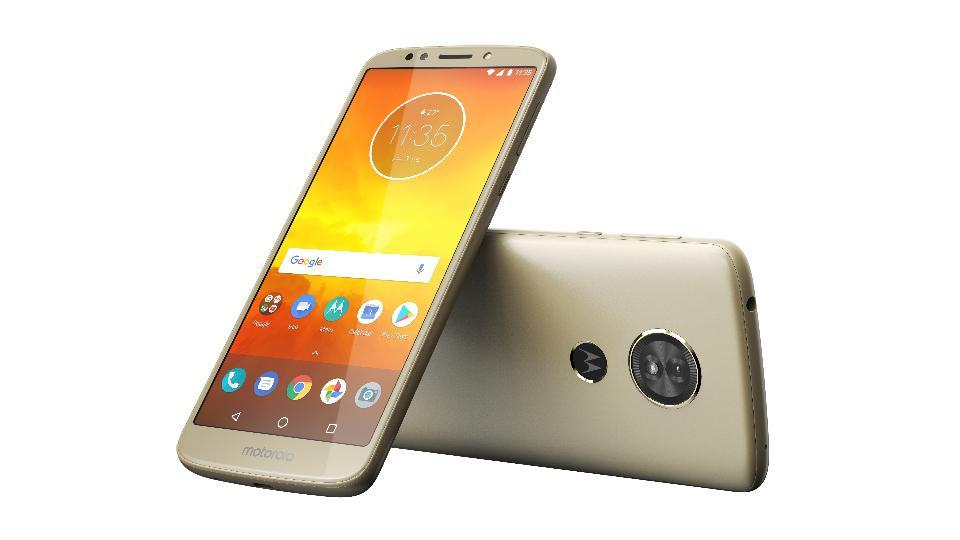 Moto E5 features a 5.7-inch HD+ display with 18:9 aspect ratio.