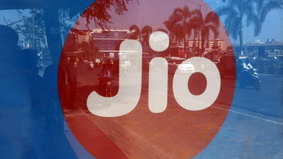 Reliance Jio offers discount on its Rs 399 prepaid pack.