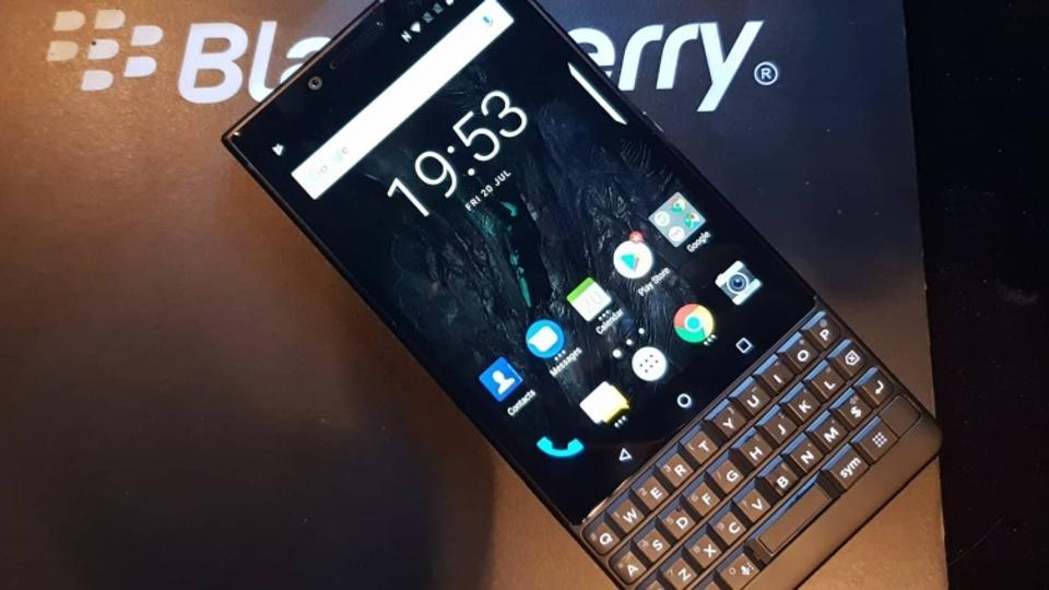 BlackBerry returns with a new QWERTYkeyboard phone