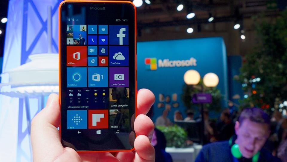 Microsoft Windows Phone will soon lose Facebook apps.
