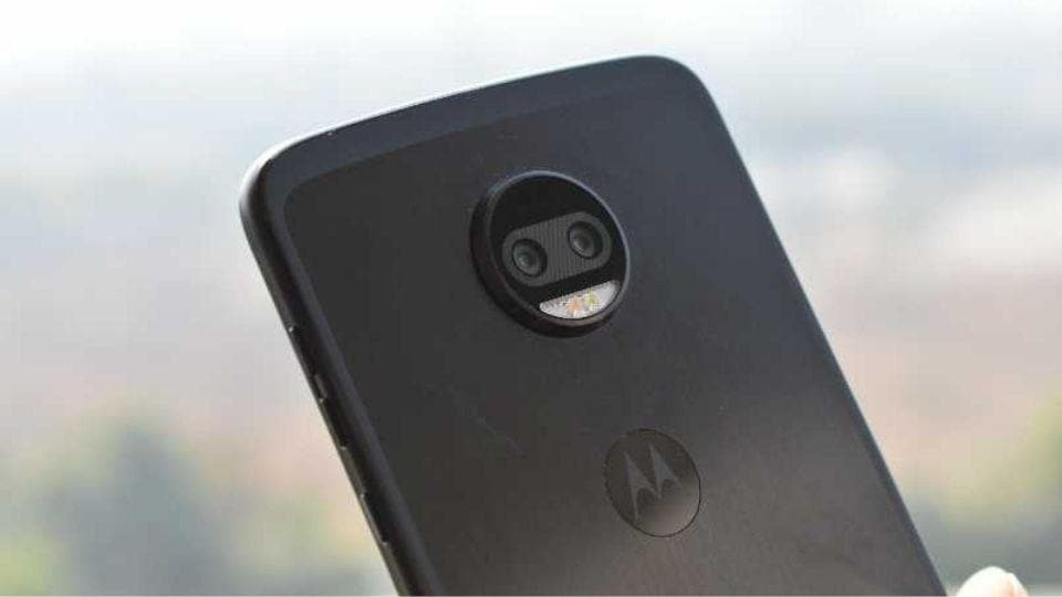 Motorola plans to launch a new pop-up selfie camera phone.