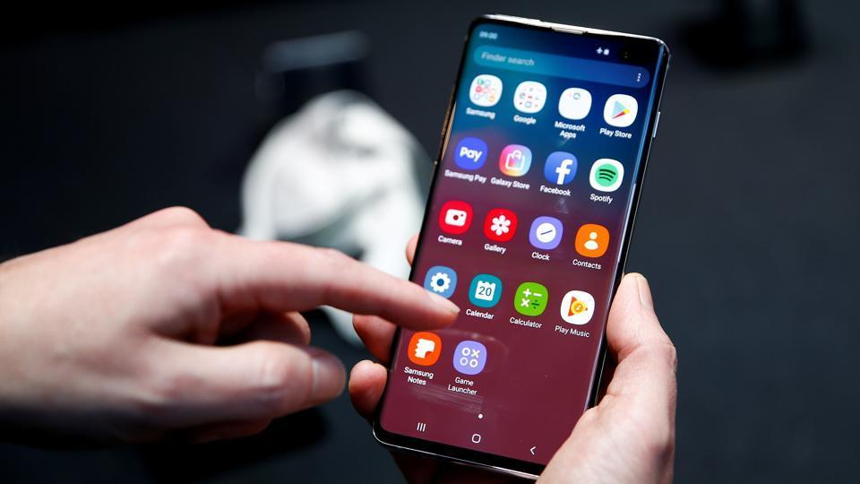 Samsung to launch a lighter version of Galaxy S10 soon.