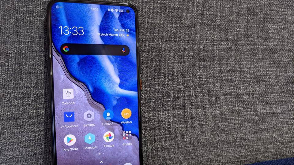 Adding one more smartphone to the 5G race in India is iQOO with its iQOO 3 5G. This is the first smartphone the company has launched here after marking its presence as an independent brand earlier this year.