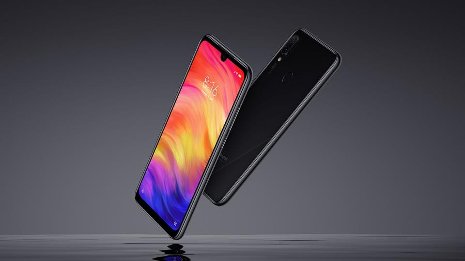 We have heard of some smartphone batteries exploding from time to time and seen the reports and pictures online. While it is not a regular occurrence, it does happen sometimes. The latest on that list is a Xiaomi Redmi Note 7 Pro.