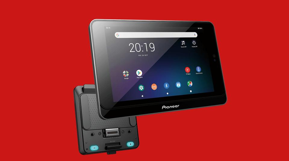 """Smart unit receiver SDA-835TAB and SPH-T20BT as a combo has certified access to genuine Android OS and comes with pre-installed apps such as Google Maps, YouTube, Gmail, Pioneer's unique app """"Pioneer Smart Sync app"""" and more."""