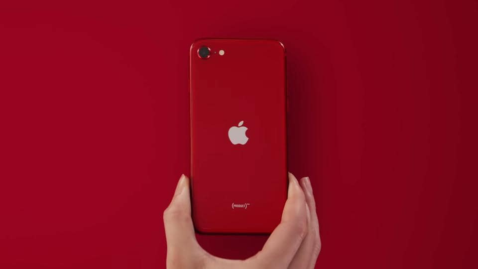 Although some reports mentioned that Apple iPhone SE (2020) scored lower than iPhone 11 (with the same A13 Bionic processor) in Antutu benchmarks, Prosser says that it is because of the low RAM capacity in SE.